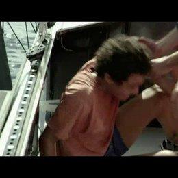 Profisegler Yann entdeckt den blinden Passagier Mano an Bord des Segelbootes - Szene Poster