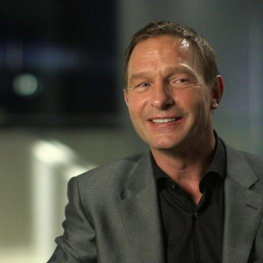Thomas Kretschmann über die Arbeit mit dem Regisseur - OV-Interview Poster