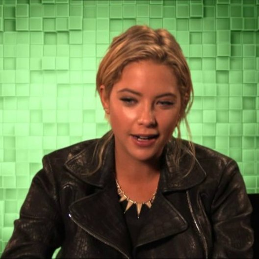 Ashley Benson über die Besetzung - OV-Interview Poster
