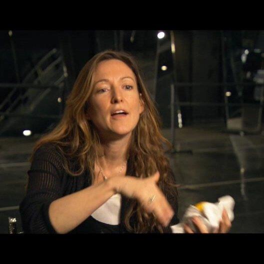 Amy Westcott über die Farbpallette von Natalie in dem Film - OV-Interview Poster