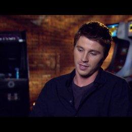 Garrett Hedlund (Sam Flynn) über den Vater - Sohn Aspekt des Films - OV-Interview Poster