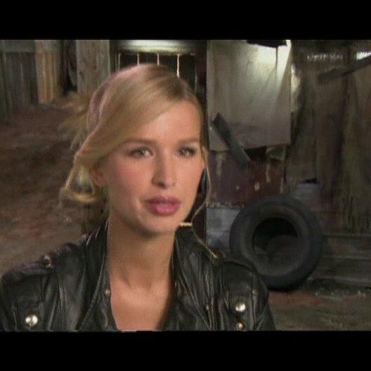 "Tahyna Tozzi - ""Emma Frost"" - OV-Interview"