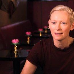 Tilda Swinton - Dianna - über die Zusammenarbeit mit Judd Apatow und seine Art Regie zu führen - OV-Interview