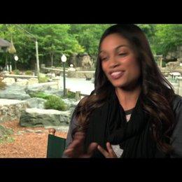 Rosario Dawson über die Tiere am Set - OV-Interview Poster