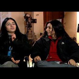 Yasemin Samdereli und Nesrin Samdereli (Regie und Drehbuch) über ihre gemeinsame Arbeit an dem Film - Interview Poster