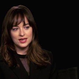 Dakota Johnson über den Dreh der Spielzimmer Szenen - OV-Interview