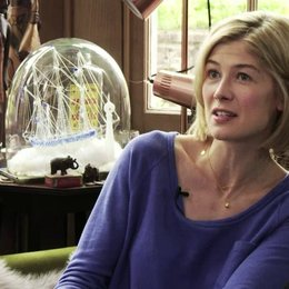 Rosamund Pike über den Reiz am Projekt - OV-Interview Poster