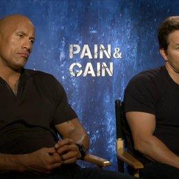 Mark Wahlberg und Dwayne Johnson - Daniel Lugo und Paul Doyle - darüber wie wichtig Ernaehrung fuer die Fitness ist - OV-Interview Poster