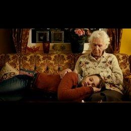 Eva möchte bei ihrer Oma wohnen - Szene