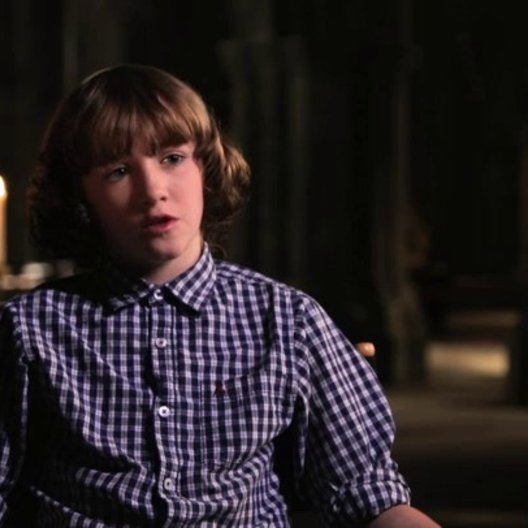 Art Parkinson - Ingeras -  über Vlad als Held - OV-Interview Poster