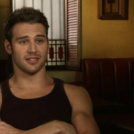Ryan Guzman - Sean über Misha Gabriel - OV-Interview