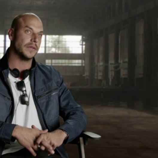 Patrick Hughes - Regisseur - über die Besetzung - OV-Interview