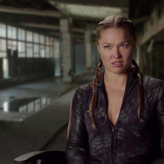 Ronda Rousey - Luna - darüber, in ihrem ersten Film mitzuwirken - OV-Interview Poster