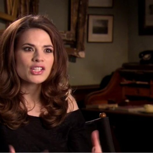 Hayley Atwell - Peggy Carter - über Ihre Rolle 1 - OV-Interview Poster