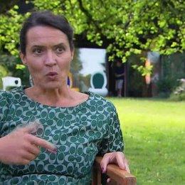 Ulrike Folkerts - Patrizia - über die Zusammenarbeit mit Michelle Barthel und Jannik Schümann - Interview Poster