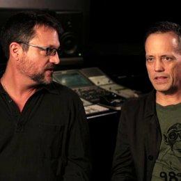 Steve Blum und Dee Bradley Baker über das Hineinversetzen in ihre Charaktere - OV-Interview Poster