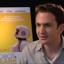 Jake Schreier - Regisseur - über die Rollen von Robot - OV-Interview Poster