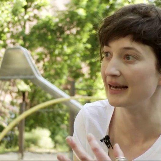 Rohrwacher über die Entwicklung von Irina und Kalle - OV-Interview Poster