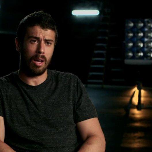 Toby Kebbell über die Arbeit mit Regisseur Josh Trank - OV-Interview Poster