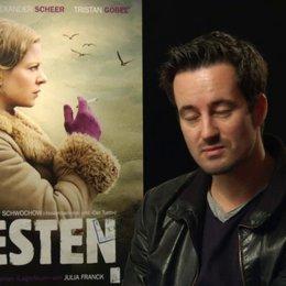 Christian Schwochow - Regisseur - über Nellys Schwierigkeiten in Westdeutschland - Interview