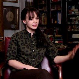 Carey Mulligan - Jean Berkey - über ihre Rolle Jean - OV-Interview Poster
