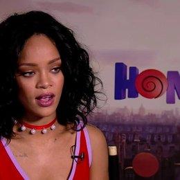 Rihanna darüber an einem Zeichentrickfilm zu arbeiten - OV-Interview Poster