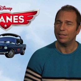 Kai Ebel - deutsche Stimme Brent Mustangburger - über das Erfolgsrezept der Disneyfilme - Interview Poster