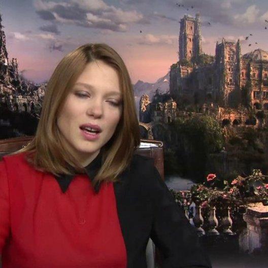 Lea Seydoux - Belle - darüber dass die Geschichte aus der Perspektive der Belle erzählt wird - OV-Interview Poster