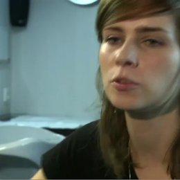 NORA TSCHIRNER - Meike Pelzer - über ihren Spaß an ungewöhnlichen Rollen - Interview Poster
