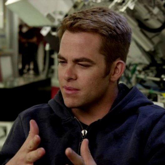 Chris Pine - Captain James Kirk - über die tolle Geschichte - OV-Interview Poster