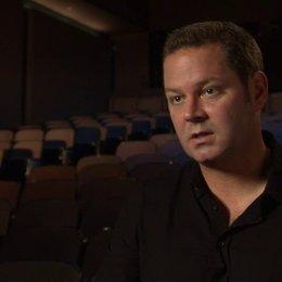 Kevin Messick - Produzent - über Jeremy Renner als Hänsel - OV-Interview Poster