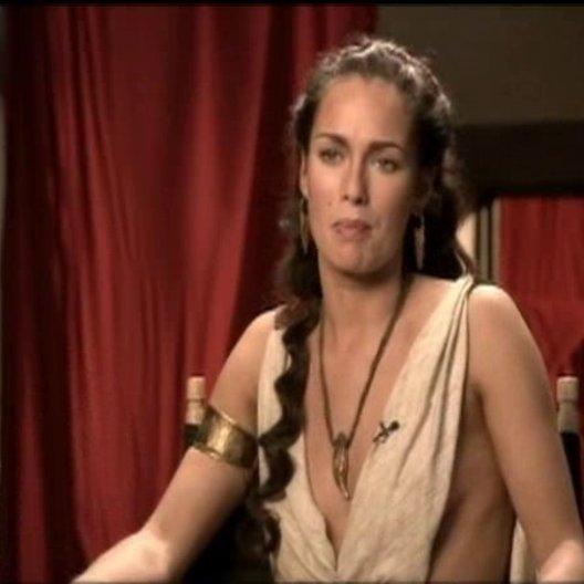 Lena Headey über ihre Figur Königin Gorgo und wie diese ihren Ehmann unterstützt. - OV-Interview Poster