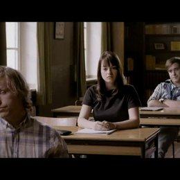Ada bietet Höfi die Stirn im Unterricht - Szene Poster