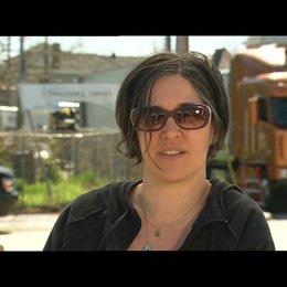 NICOLE KASSELL -Regisseurin- über die Zusammenarbeit am Set - OV-Interview Poster