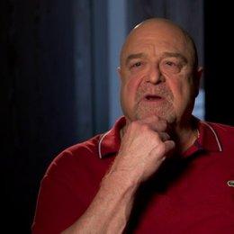 John Goodman - Frank - über seine Rolle - OV-Interview Poster