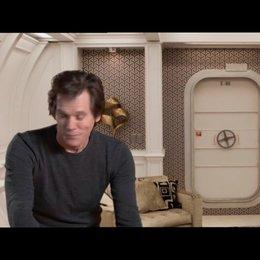 Kevin Bacon über die Handlung, wie sie sich in die Weltgeschichte einfügt - OV-Interview Poster