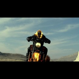 Auf seinem brennenden Motorrad jagt der Ghost Rider dem Teufel hinterher - Szene Poster