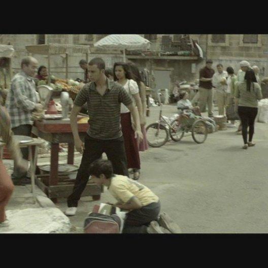 Fussballspiel auf der Strasse - Szene Poster