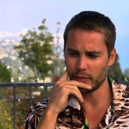 Taylor Kitsch über Chons Beziehung zu Ben - OV-Interview