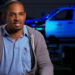 Damon Wayans Jr über Jake Johnson als Ryan - OV-Interview Poster
