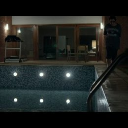 Im Pool - Szene