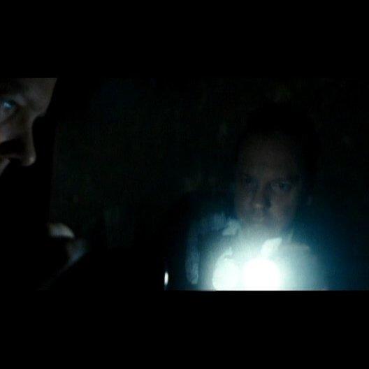 Ben entdeckt Handabdrücke auf den Spiegeln - Szene Poster