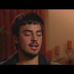 Alex und David Pastor (Regie) über normale Menschen und wie sie reagieren - OV-Interview