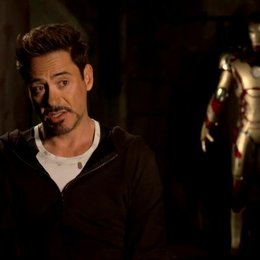 Robert Downey Jr - Tony Stark und Iron Man - über Tony Stark als Identifikationsfigur - OV-Interview Poster