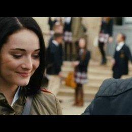 Gideon holt Gwen von der Schule ab - Szene