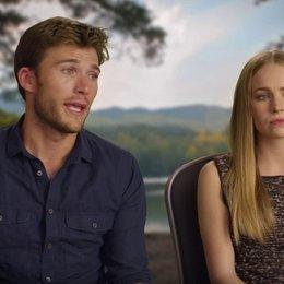 Britt Robertson und Scott Eastwood über das Bullen reiten - OV-Interview Poster