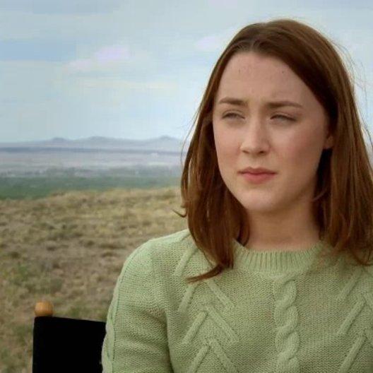 Saoirse Ronan über Frances Fisher als Maggie - OV-Interview Poster