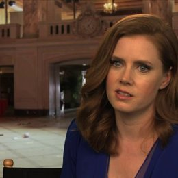 Amy Adams - Sydney Prosser -  über Christian Bale - OV-Interview