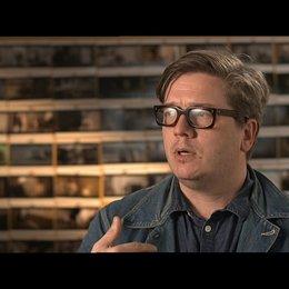 TOMAS ALFREDSON -Regisseur- darüber, wie er zu dem Projekt kam - OV-Interview Poster