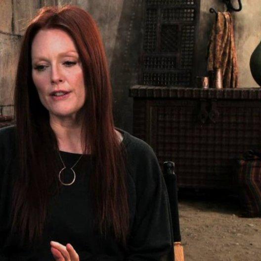 Julianne Moore über Mutter Malkins Kraft - OV-Interview Poster